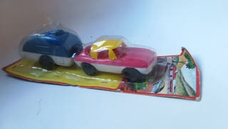Set antiguo coche y caravana, juguete vintage.