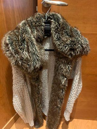 Chaqueta de lana beige y cuello pelo sintético