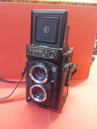 Cámara Yashica MAT 124 G, impecable.