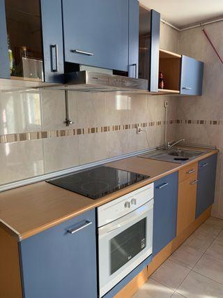 Mueble cocina completa madera y azul