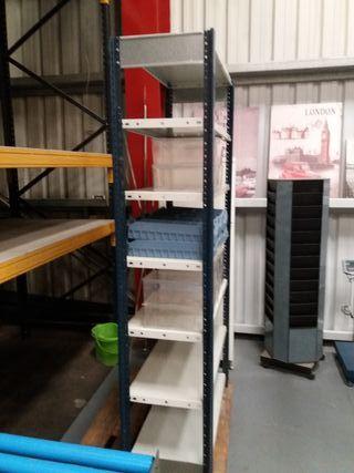 estantería industrial de baja carga.