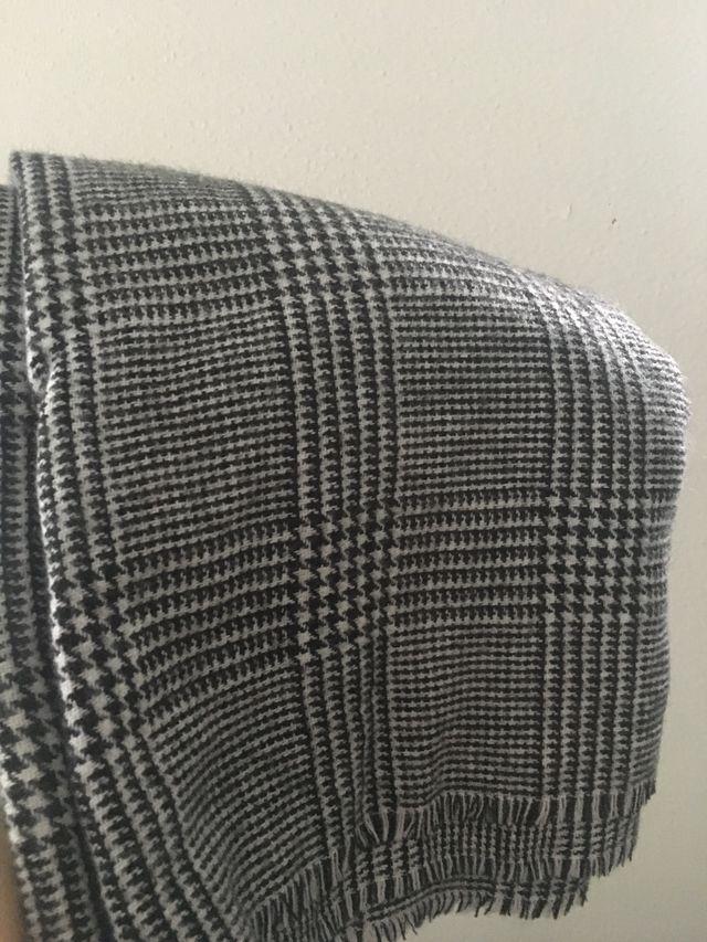 Bufanda / pañuelo grande negra - blanca.
