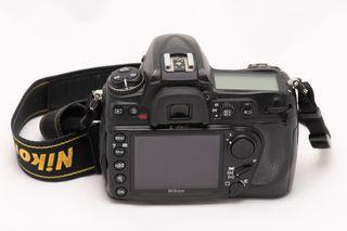 Nikon D300 con objetivo 18-200 mm