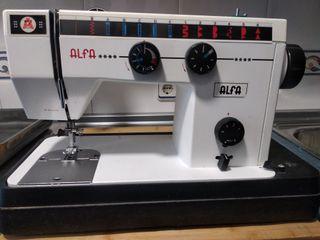 Dos máquinas de coser Alfa Zig Zag