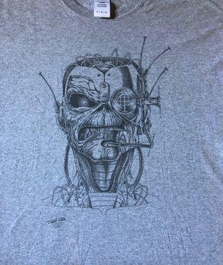 Camiseta Derek Riggs (Iron Maiden)