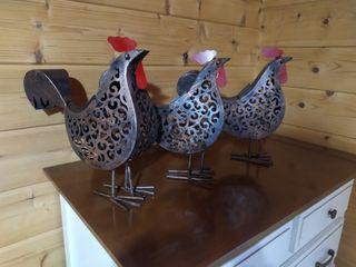 se vende lamparas solares con forma de gallo