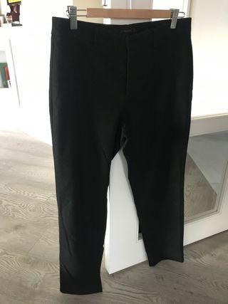 Pantalón negro con topitos de ZARA Talla 40