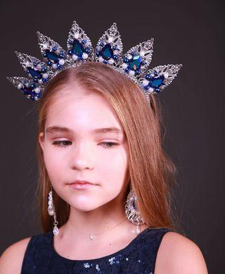 Tiara Artesanal color azul marino y plata corona