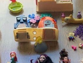 Casa BOB ESPONJA con algunos accesorios