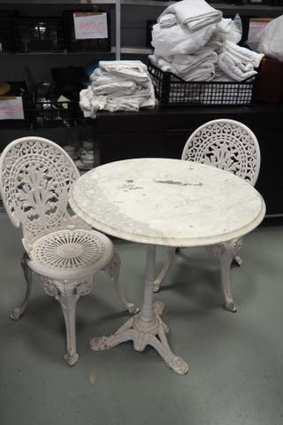 Sillas y mesa de exterior aluminio y mármol