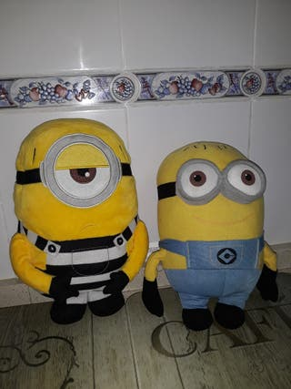 2 peluches minions 35/40 cmts