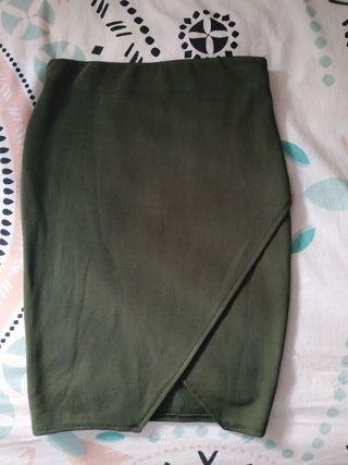 Falda recta verde militar talla S de Bershka