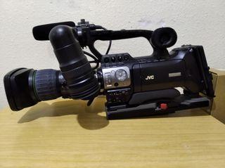 Video cámara profesional JVC GY-HM 700