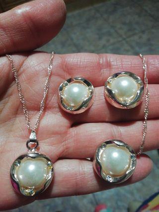conjunto de perlas aplastada