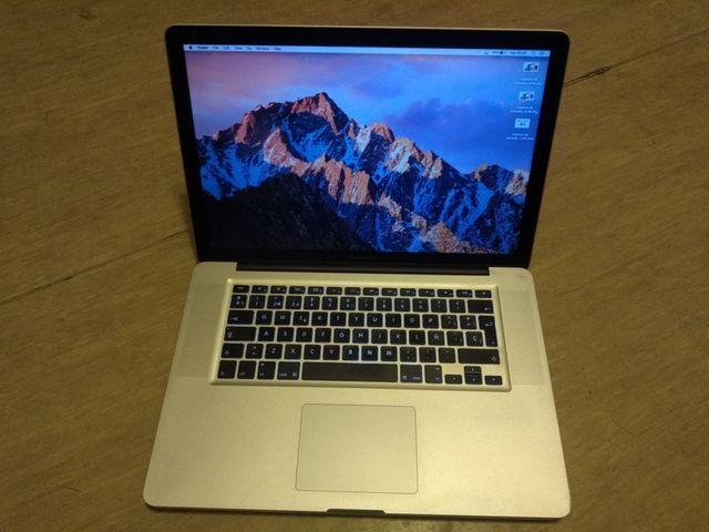 "Apple Macbook Pro i7 - 15"""