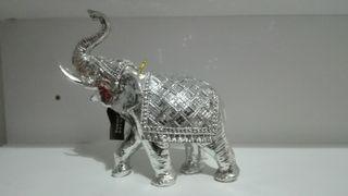 elegante elefante plateado muy brillante
