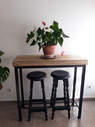 Mesa alta o barra de madera y hierro
