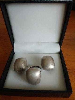 Juego pendientes y anillo. Plata