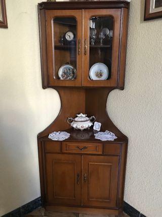 Mueble esquinero de madera natural