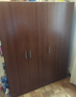 Armario de 3 puertas IKEA (1,40 x 1,80 x 0,51 cm)