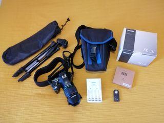 Cámara Pentax Kx con accesorios