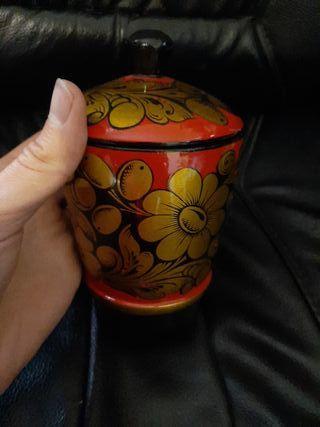 vaso de madera ruso