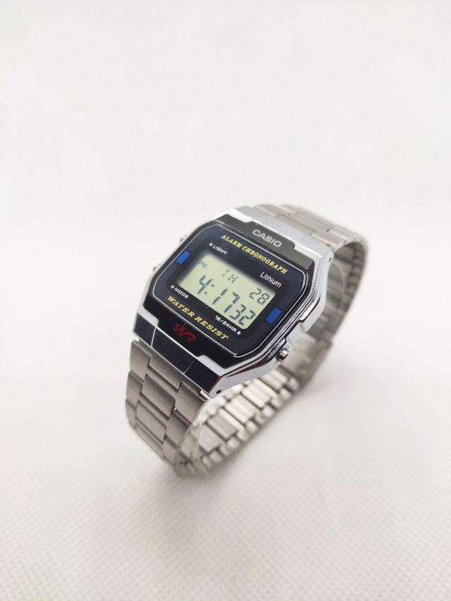 Reloj Digital Unisex Casio Retro A163W Plata.
