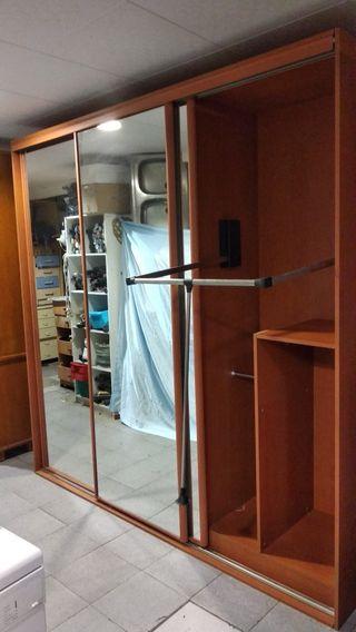 armario grande con puertas correderas