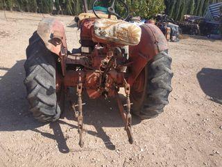 se vende tractor histórico de 1957