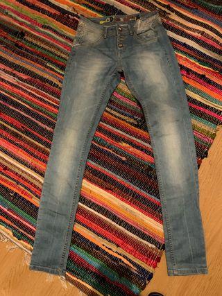 Pantalones vaqueros Desigual nuevos .Talla 36