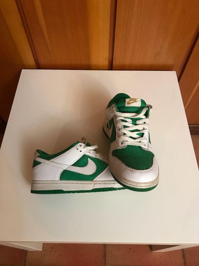 expedido Saturar Correspondiente  Zapatillas Nike blancas y verdes de segunda mano por 29 € en Paredes de  Laraño en WALLAPOP