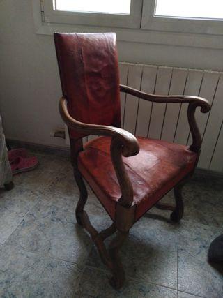 sillón silla antigua de piel de origen y madera