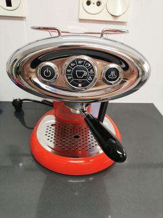 Cafetera Illy X7 roja