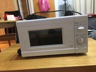 Microwave (good condition & working)
