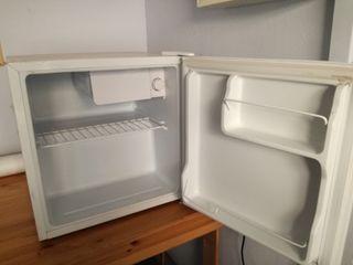 mini nevera y congelador 220-240v