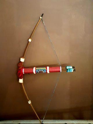Arco y flechas indio de decoración.