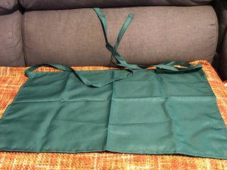 Delantal corto de color verde