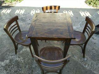 mesa y sillas de madera estilo rustico