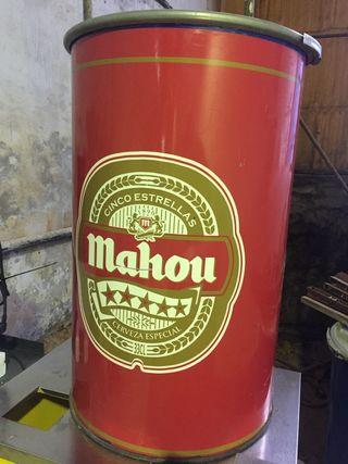 Barril de aceite decorado de cerveza