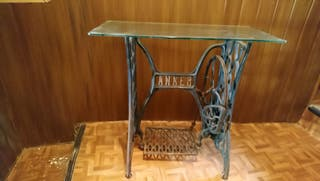 Pie de antigüa maquina de coser estilo Singer