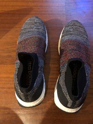 Zapatillas Adidas Ultra Boost sin cordones (n39,5)