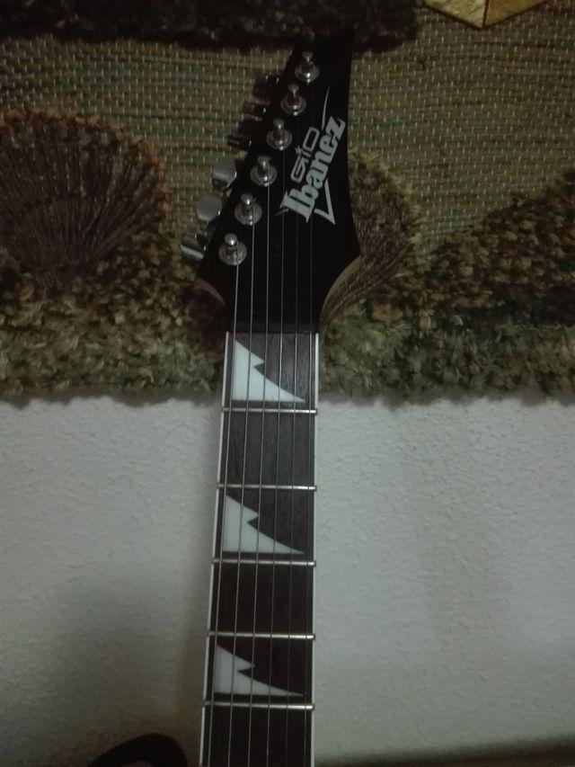 se vende guitarra eléctrica