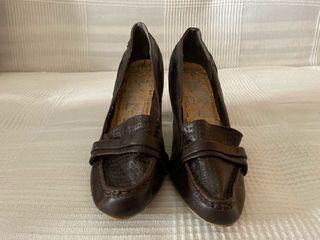 Zapato mocasín de tacón