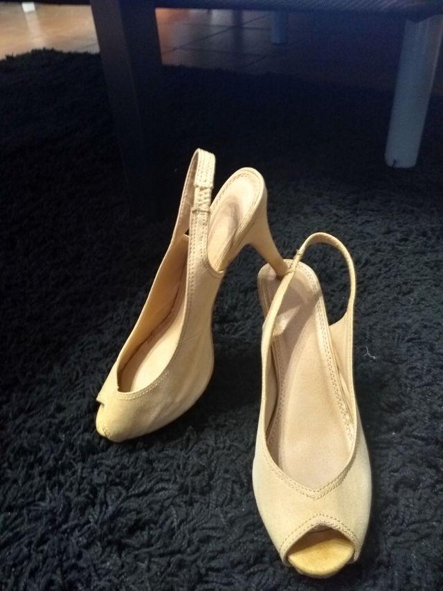 zapatos tacón descubiertos