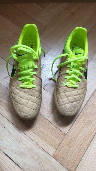 botas de fútbol Nike Tiempo Legend V