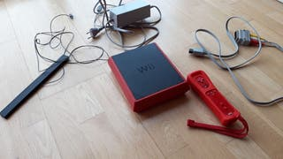 Wii mini roja + dos juegos