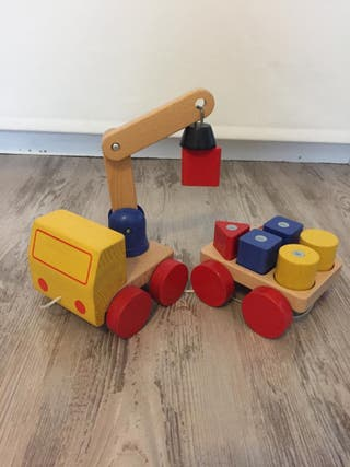 Juguete de madera coche grua