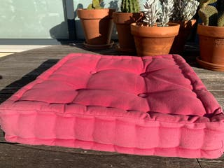 Cojín-Almohadón rosa