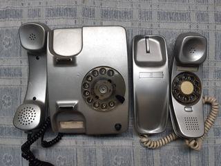 DOS TELÉFONOS ANTIGUOS