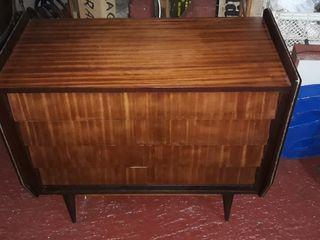 Antiguo mueble cómoda cajonera nordico vintage